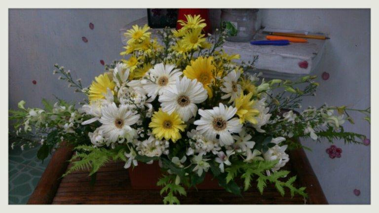 Sympathy flower design, sympathy flower arrangement, flower arrangement, flower design, floral arrangement